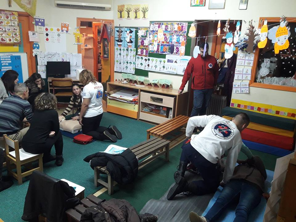 First aid training for local lesvos school students at Thermi