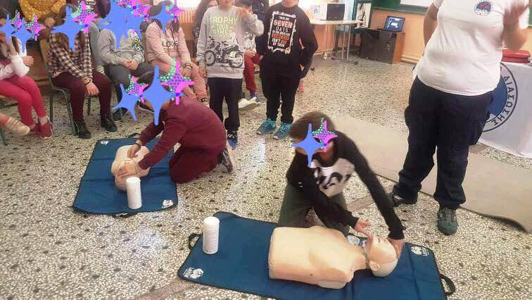 First aid training for elementary school students at Loutra